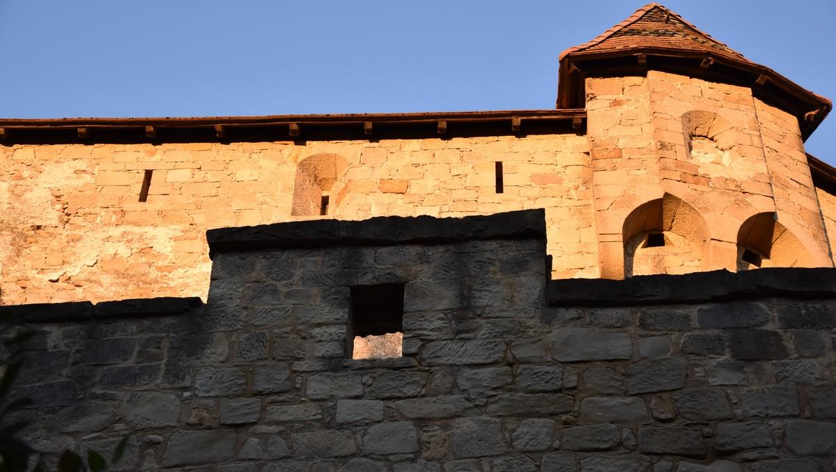 Státní hrad Bouzov zachycený v detailu.