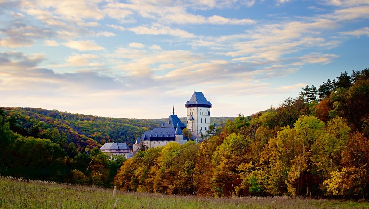 Karlštejn je krásný středověký královský hrad