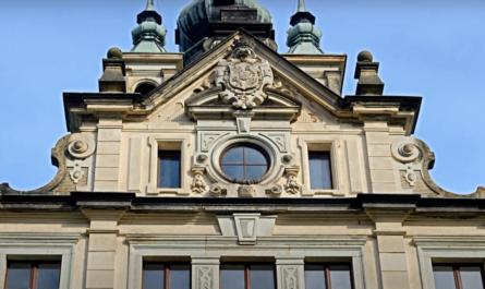 Státní zámek Velké Březno zabraný v detailu.