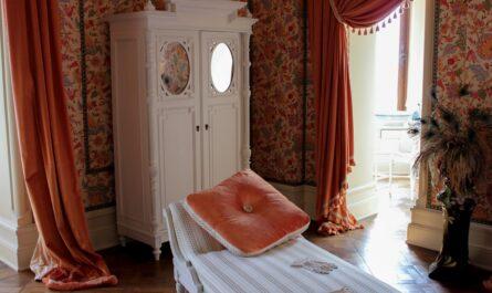 Pokoj přichystaný pro ubytování na zámku.